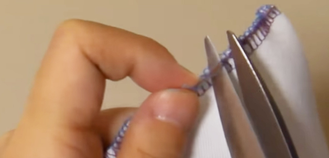 ロックミシンの糸のほどき方