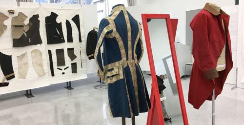 半・分解展 洋服を半分分解してパターンを確認したり再現衣装を試着できる展示会